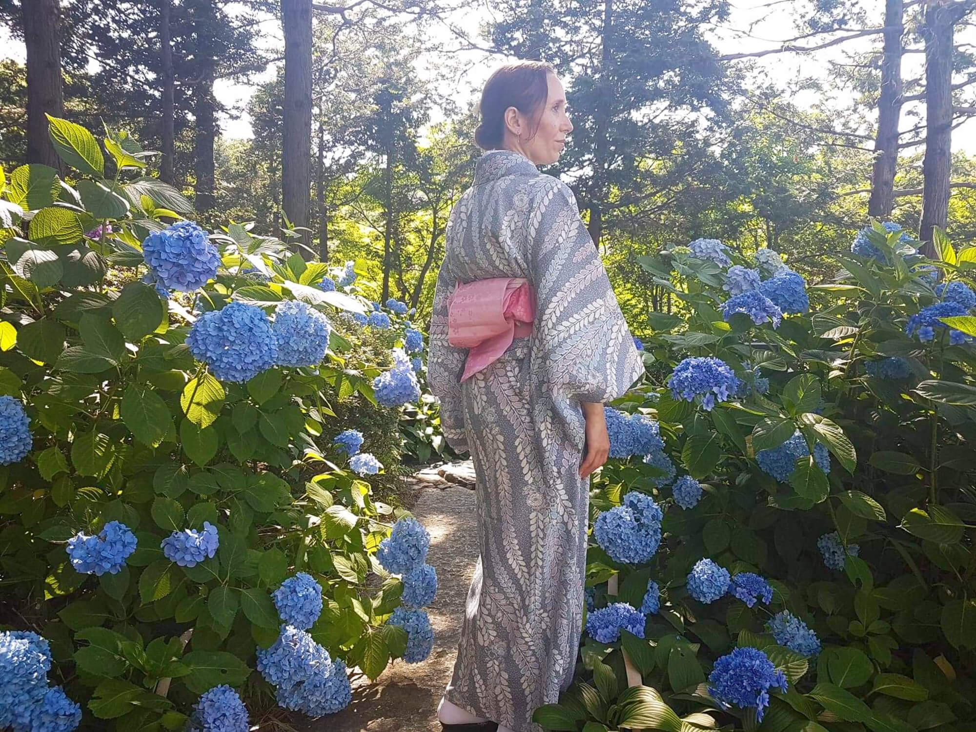 Summer kimono in Shirotori Garden